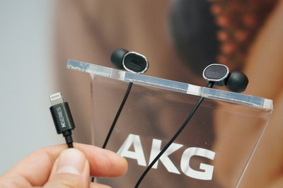 AKG lightning in ear
